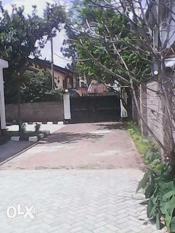 Approx 1 acre land slighly slopy with a large mansion Lavington - image 1