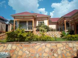 Executive two bedroom house is available for rent in kisasi at 500k