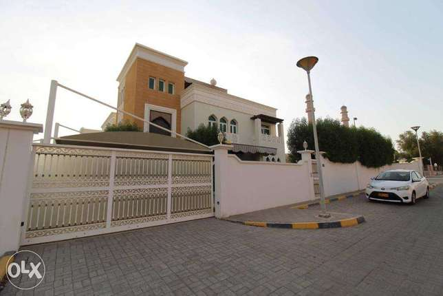 Spacious 4 Bedrooms With Majlis + Maid Room Villa for Rent in al ilam