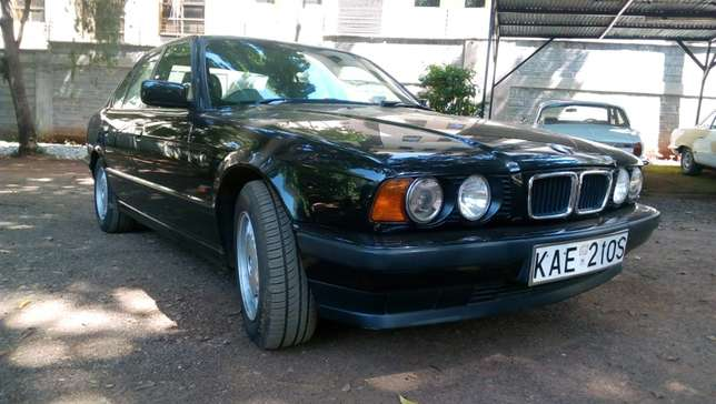 BMW 520i Classic with sunroof - Pristine - amazingly well kept Westlands - image 1