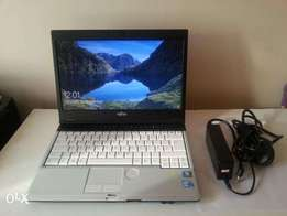 Lifebook Fujitsu Laptop/ Intel Core i5 2.40GHz / 4GB RAM / HDMI /320