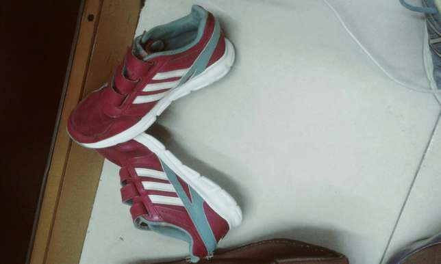 Second hand shoes available for kids in all sizes and colours Kampala - image 3