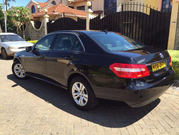 2010 Mercedes E220 CDI Diesel. Reduced price from 3.3M!! Langata - image 2