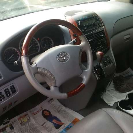 Toyota Sienna 2007 LE. Direct tokunbo Apapa - image 2
