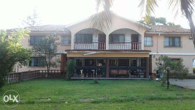 5 bedroom maisonette close to the beach with a pool Nyali - image 1