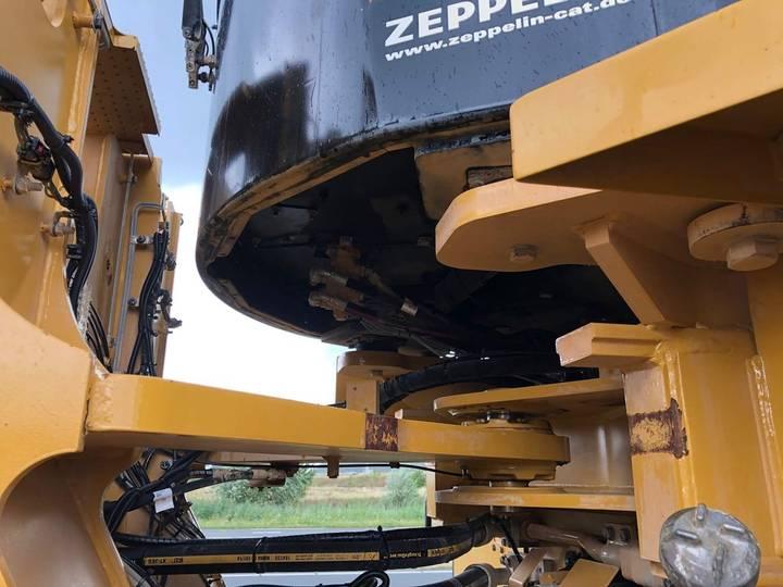 Caterpillar 980K wheel loader - 2013 - image 10