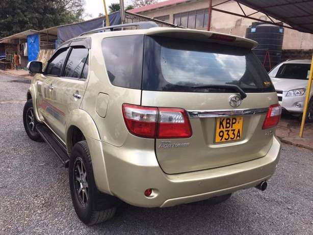 Toyota Fortuner 2004 For Quick Sale Asking Price 2,100,000/= o.n.o Lavington - image 8