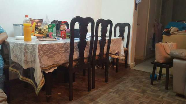 Dining table with 6 chairs 22k Parklands - image 1