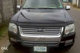 )A very sharp 2007 ford explorer for grab in uyo akwa ibom state.