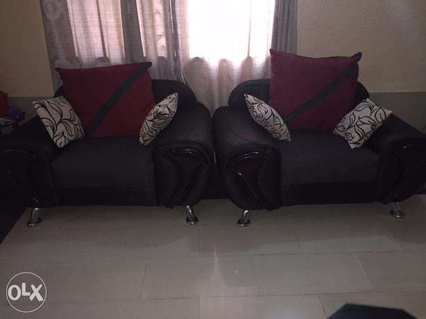 7 Sitter Fabric Sofa in Excellent Condition for Quick Sale Lekki - image 4