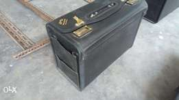 Suitcase for office, good for heavy work.