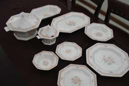 Nikko Classic Collection Rose Dinner Set