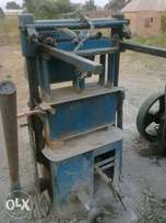"""Used block moulding machine for sale with 6"""" and 9 """" moulds"""