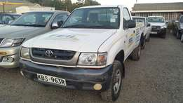 Toyota hilux pickup 4wd 2004 model in exemplary good condition