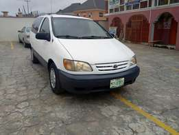 Buy and used condition Toyota Sienna 03