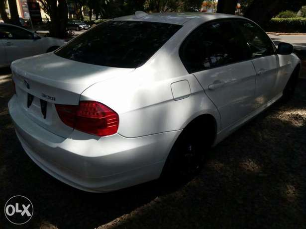BMW 320i 2010 KCP City Centre - image 5