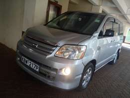 Clean 2006 Toyota Noah on sell