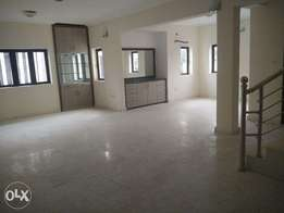 Beautifully finished 3 bedrm Maisonette to let at Parkview Estate