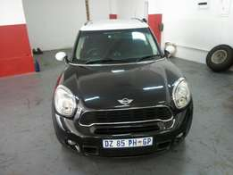 2011 Mini cooper S 1.6, Color Black, Price R200,000.