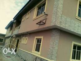 For sale Block of 6 flats of 3 bed rooms each in Surulere