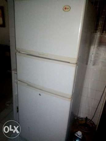 Lg fridge in perfect working condition Nyali - image 3