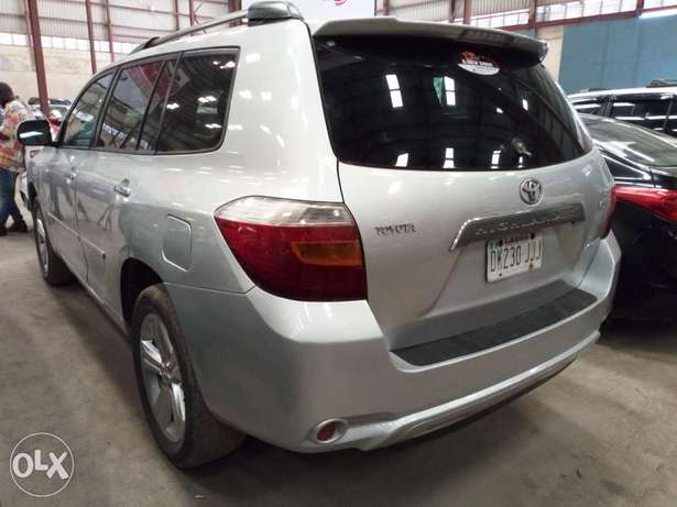 Extremely Clean 2009 Toyota Highlander Full Options Alausa - image 8