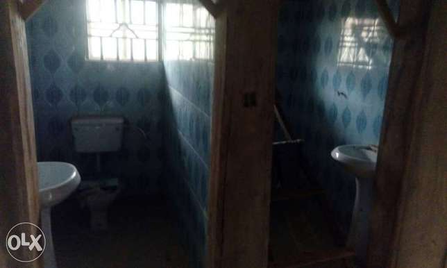 4bedroom flat on a full plot for sales Ibadan South West - image 6