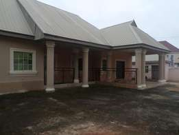 Gorgeous fuly detached modern 3bedrm bungalow. For let in asaba