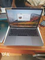 512 GB SSD, 8 GB, i5, Touch bar 2017 13 inches MacBook Pro