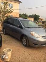 Neat Toyota Sienna (2007 model) for sale