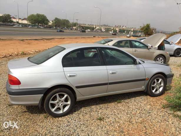 super clean Toyota Avensis 98 model for sale Abuja - image 2