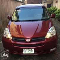 Few months used Toyota Sienna 2005 model for grabs