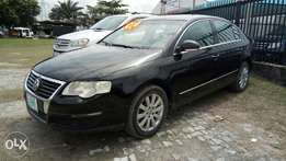 Clean Registered 2009 Volkswagen Passat 2.0 FS With Auto Fabric A/C.