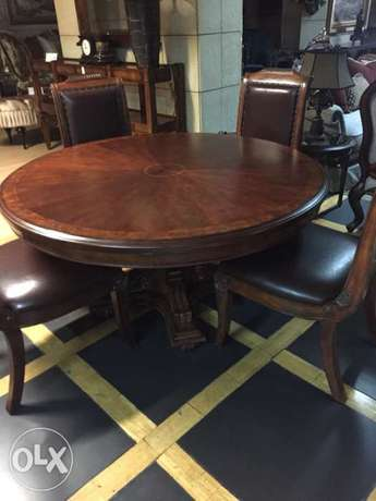 regency style round table with 4chairs