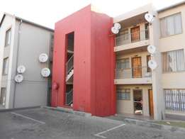 fleurhof 2 bedroom flat available to rent R3,450