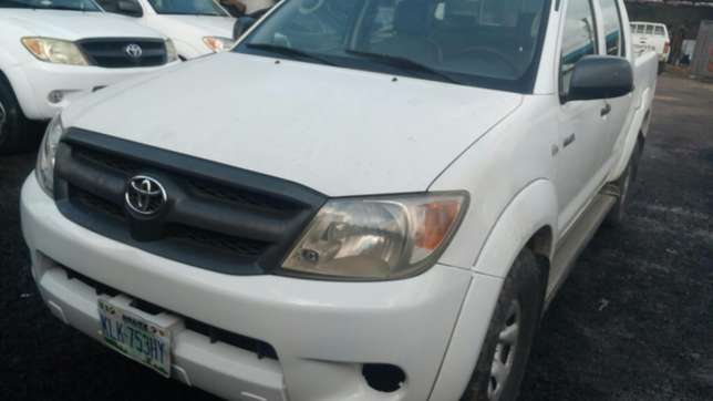 Extremely sharp and sound first body 2009 Hilux with chilling AC Warri South - image 2