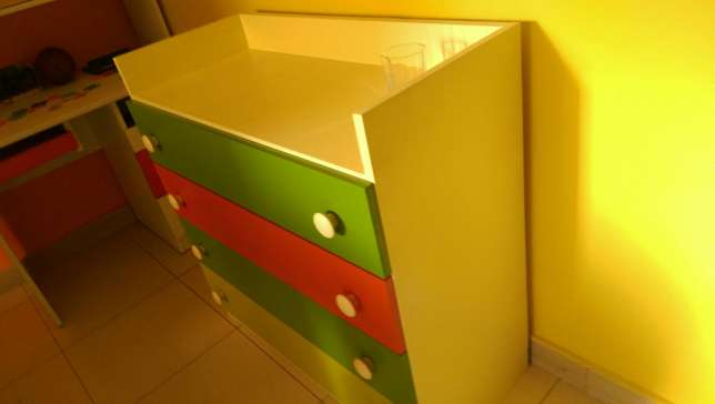 Bedroom Set, comes with decker, staircase and separate chest. Kampala - image 4