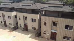 Maisonette 4 bedrooms all en suite with Dsq to let in Laving-ton area