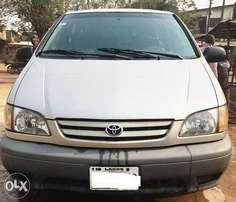 A sharp very clean 2002 Toyota Sienna auto gear for sales