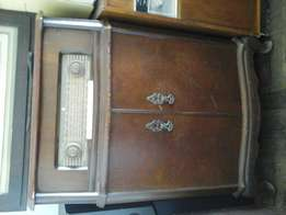 Antique Radio. Beautiful collectors Item.
