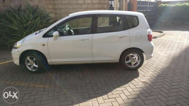 Honda fit used by Indian banker for Sale Westlands - image 4