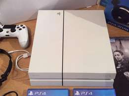 Sony PlayStation 4 500 GB White Console Bundle