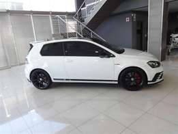 Volkswagen (VW) - Golf 7 GTi 2.0 TSi Clubsport S