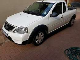Clean bakkie with full service history from the maker (Nissan)