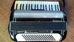80 bass piano accordion