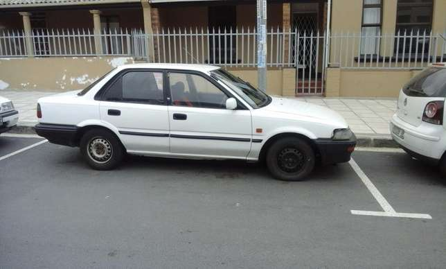 Toyota Corolla GLE 1.6i East London - image 7