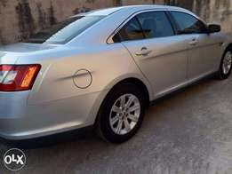 FORD TAURUS 2010 - Lion King of the Road