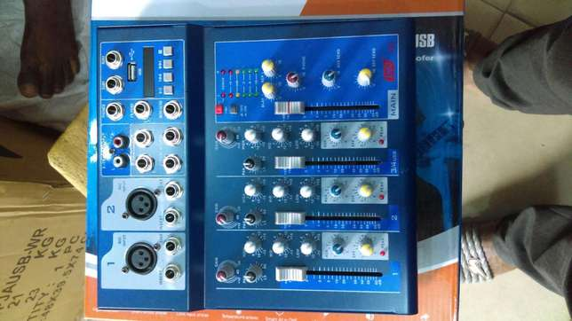 F-4 channels mini mixer Lagos Mainland - image 4