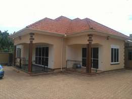 4 bedrooms house with 2 boy's quaters for sale in Najjera 15decimals