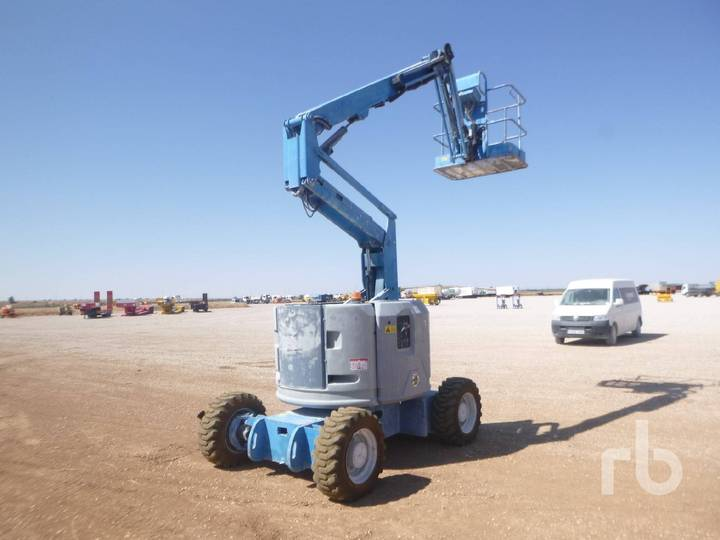 Genie Z34/22 4x4 Articulated - 2006